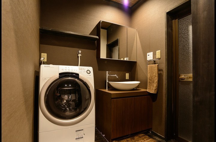 The laundry room with automatic washing/drying machine