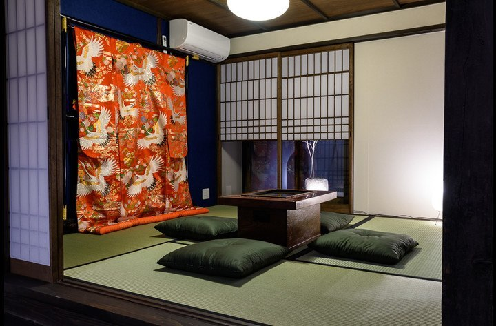 The Japanese room with old traditional wedding kimono is the perfect place to seat down and enjoy a drink with friends and family.