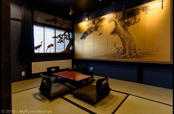 The Oiran Room with a large wall mounted Byôbu.
