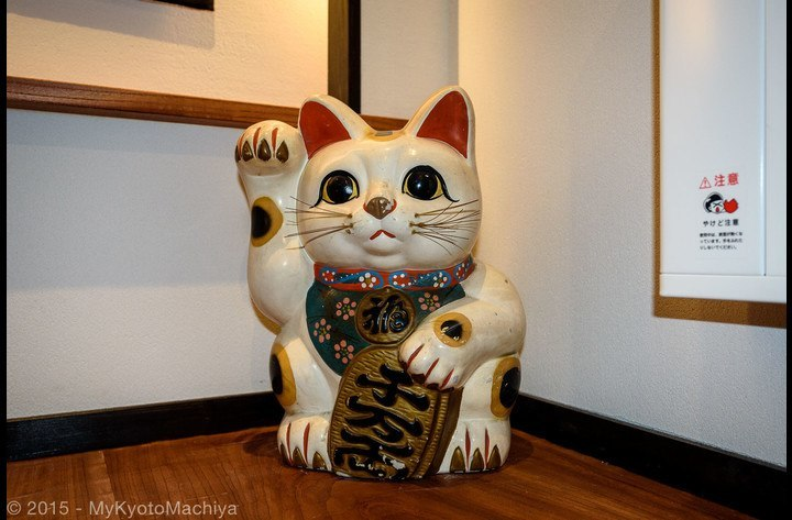 In the entrance, the maneki-neko (beckoning cat) is a lucky charm talisman which will bring you good luck.