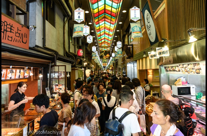 The Nishiki Market, the belly of Kyoto, has become a must-see tourist attraction. It is located in the middle of the downtown commercial district of Kyoto and is a mere 15 min away from the house.