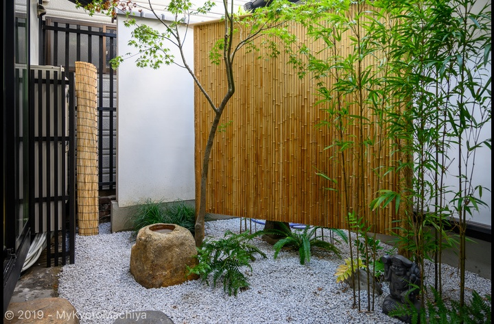 The Japanese Tsuboniwa courtyard garden separating the two buildings